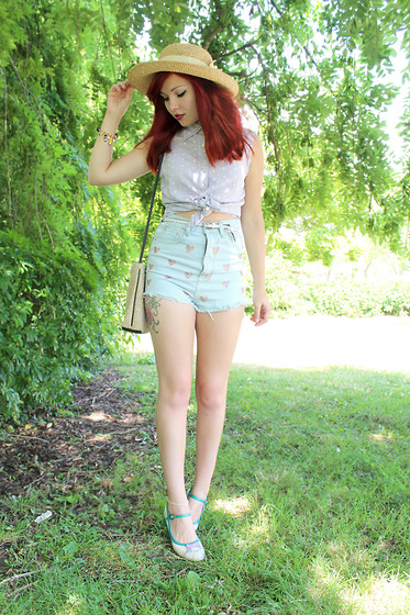 Paige Joanna Calvert - Chicnova Denim Heart Shorts, Vintage Lilac Blouse, Vintage Hat And Bag, Diksi Cute Bow Shoes - Candy hearts & afternoon stroll.