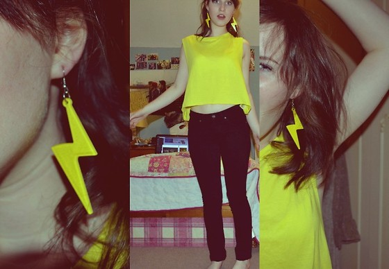 Hannah Doubleyou Blue Banana Lightning Bolt Earrings H M Yellow Crop Top Topshop Black Jeans I Could See For Miles Lookbook