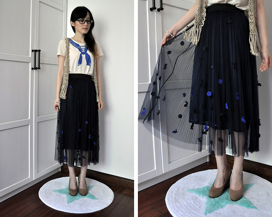 Anne King - We Go Harajuku T Shirt, Tapenade Vest, Little Room Maxi Skirt - A sailor and her rabbits