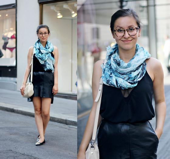 Sophie C - Zara Navy Blue Blazer And Trousers, American