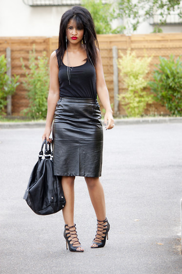 Nadège Azimi - H&M Top, Misscoquines Leather Skirt, Bag, Zara Heels Sandals, Six Earings - FATAL TOTAL BLACK