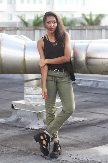Melanie Patterson - Unif Skinny Tank, H&M Cargo Pants (C/O), Jeffrey Campbell Thomb Boot, H&M Necklace (C/O), H&M Embossed Belt - H&M 50 States of Fashion - Rhode Island Ambassador