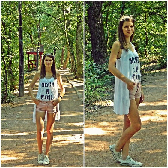 Ligia ▲ - Converse Sneakers, H&M Shorts - Tell me baby...