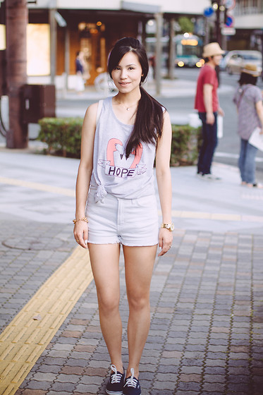 Ellen Kaminagakura - Pakita Clamores Top, Sly Shorts, Vans Sneakers - Downtown