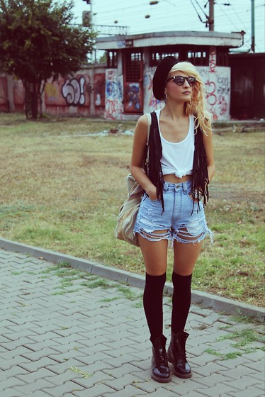 Gina Vadana - Angels Jeans, H&M Socks, Dr. Martens Boots, Vintage Vest, H&M Tank, H&M Hat, Vntageenashop Vintagebag, H&M Sunglasses, Guess? Watch - IT'S A FRINGE SITUATION
