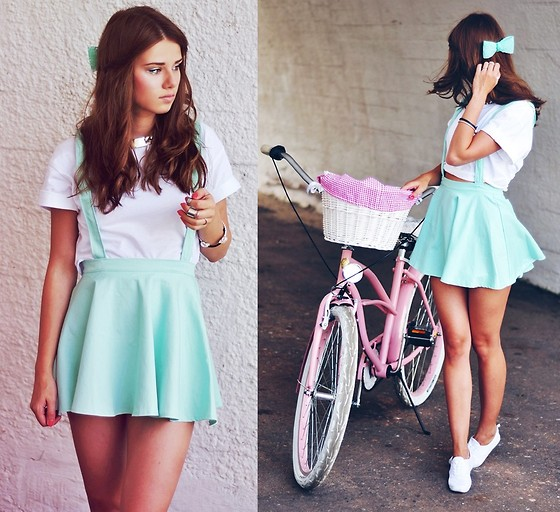Iga Wysocka - Topshop T Shirt, Bike, Skirt, Necklacke - I wanna live forever on a boat out in the sea