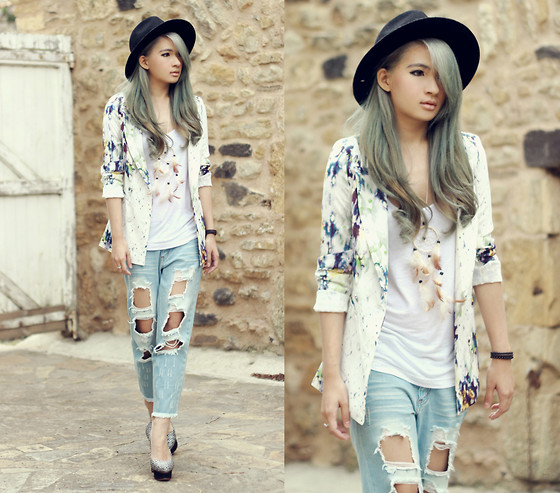 Anastasia Siantar - Sleeveless Top, Floral Print Blazer, Cut Out Jeans, Charlotte Olympia Dolly Pumps - Grey hair