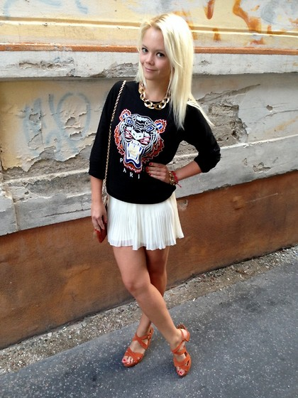 Zuzka Gacikova - Oasap Sweatshirt, New Yorker Sandals, H&M Shorts, Vintage Necklace, Gift Bag - Goodbye summer