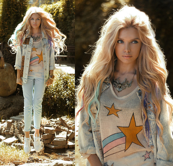 Ekaterina Normalnaya - Sheinside Ripped Stars Sweater, Sheinside Light Blue Pants, Phixclothing Deer Necklace - Stars have never fall! They fly! It's true! I know!