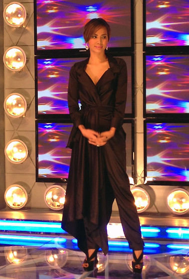 Divine Lee - Vania Romoff Pant Suit - D in @showbiz_police premiere episode!