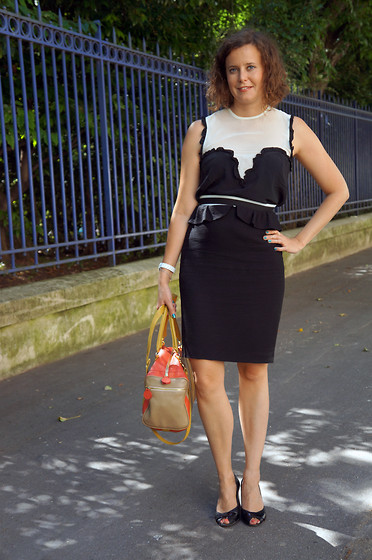 Lapines Crétines - Sandro Pencil Skirt, Bel Air Silk Top, Jonak Heels, My Suelly Bag - Crayon noir et blanc