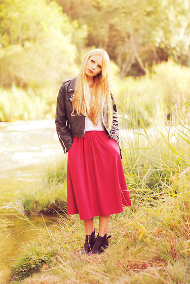 Martha Lozano - Pepa Loves Skirt, Zara Boots, Sheinside Biker, Zara Top - No me vendas la moto