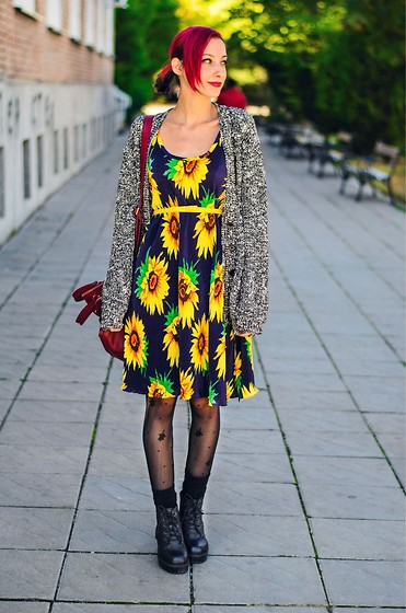 Evilish Queeny - Asos Gray Oversize Cardigan, Second Hand Sunflower Dress - Sunflower