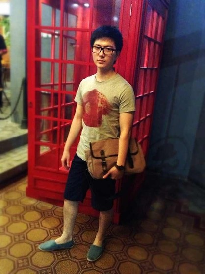 Andrew L - Pull & Bear Printer Shirt, Zara Navy Blue Reversible Shorts, Muji Khakis Messenger Bag - Telephone Booth