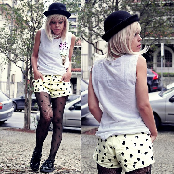 Priscila Diniz - Cavalera Ice Cream Top, Cavalera Skull Yellow Short - I lick your ice cream, and you can lick my lollipop