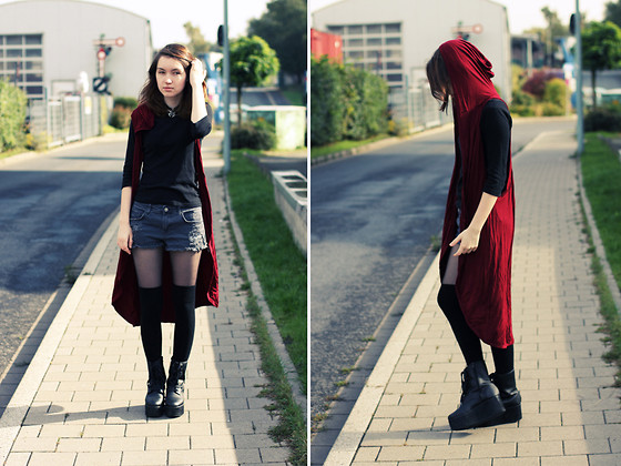 Nata K - Frontrowshop Cardigan, Etsy Necklace, H&M Shorts, Asos Overknees, Yru Boots - Assassin