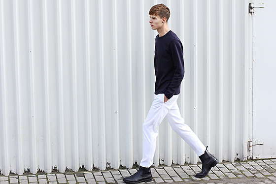 Paweł Lewandowski - Cos Navy Blue Sweatshirt, Zara White Pants, Zara Chelsea Boots - Daughter - Youth