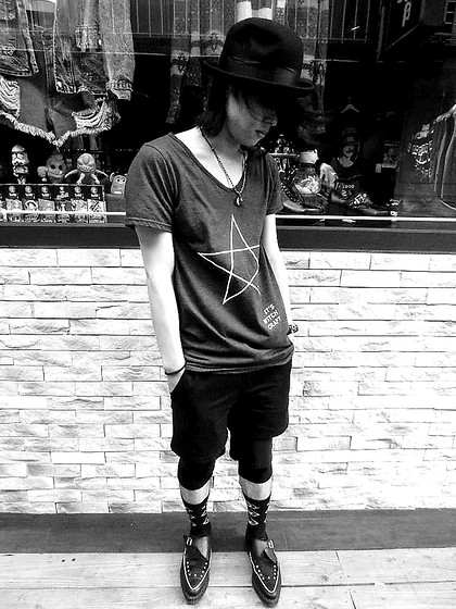 Hipsterken P - Vintage Hat, Witch T, Glamour Diy Layer Pant, 4 3 Eyes Socks, Underground Studded Creeper - The silent force
