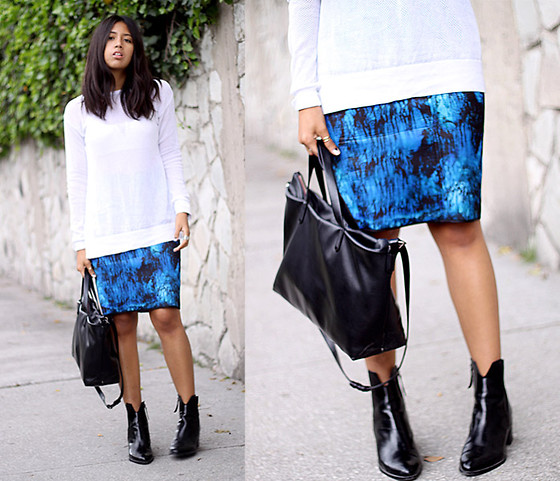 Génesis Serapio - Zara Skirt, Zara Boots - Splash of blue
