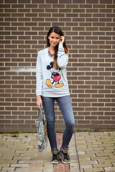 Julia Lundin - Junk Food Top, Genetic Denim Jeans - Mr.Mouse