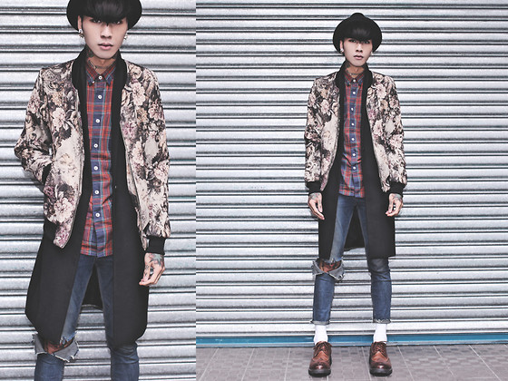IVAN Chang - Tastemaker 達新美 Flower Bomber Jacket, Zara Black Coat, Tastemaker 達新美 Plaid Shirt, Topshop Blue Skinny, While Brown Pxford Shoes - 221113 TODAY STYLE