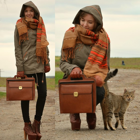 Jessica N. - Kitty, Jeffrey Campbell Litas, Vintage Bag, H&M Scarf - It´s getting colder