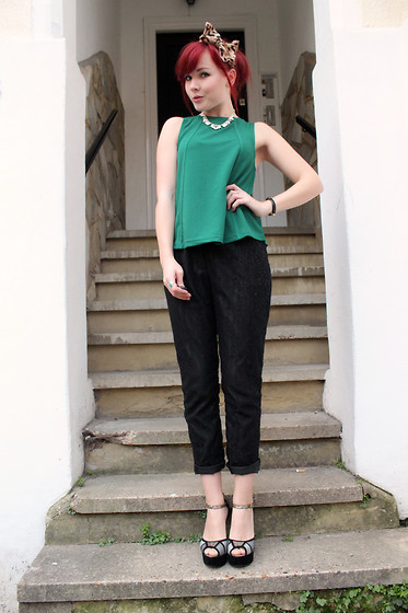 Paige Joanna Calvert - Axparis Green Top - Christmas Party Outfit.
