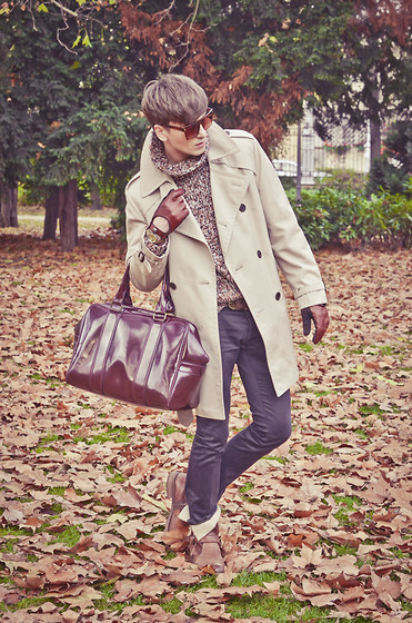 Łukasz Omiotek - Coat Valmeline, Christian Dior Trousers, Shoes Venezia, Zara Bag, Sweater Vintage, Sunglasses Brylove, Zara Gloves - BEIGE COAT