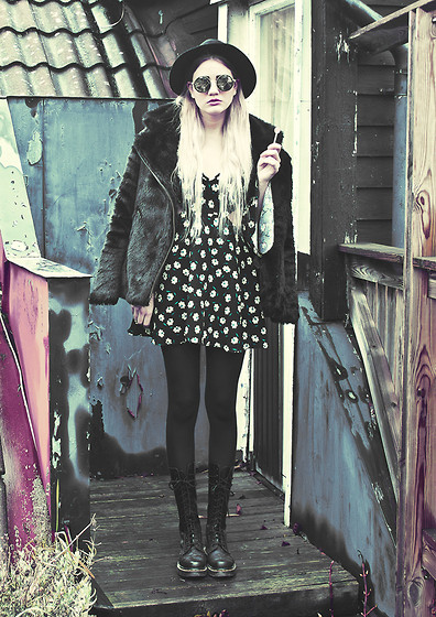 Malin Z - H&M Hat, Gina Tricot Coat, Missguided Floral Cut Out Dress, Dr. Martens Boots - Do My Thang