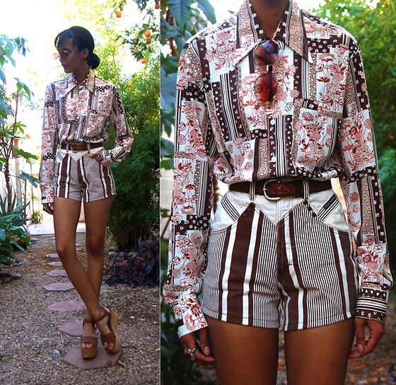 Luna Nova - Vintage Printed Shirt, Vintage High Waist Striped Shorts, Vintage Wooden Platforms - How Does That Grab You?