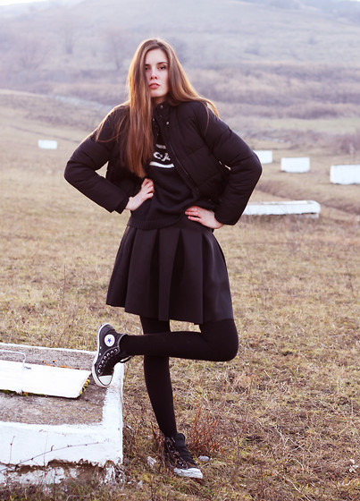 Stefania Ghionea - Frontrowshop Skirt, Dickies Jumper - F