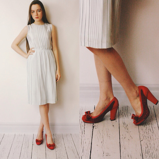Olivia DeGrado - 1970's Party Dress, Trashy Diva Red Heels - New Year's Eve Look