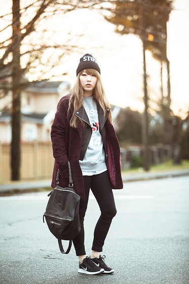 Ivy Xu - Stüssy Beanie, Givenchy Bag, Nike Trainers - Trainer on the go