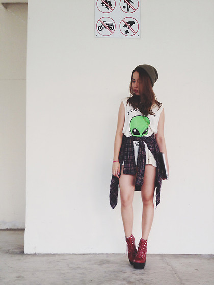 Leah S - Unif We Don't Believe In You Alien Tee, Jeffrey Campbell Tardy's - I spend her love until she's broke inside