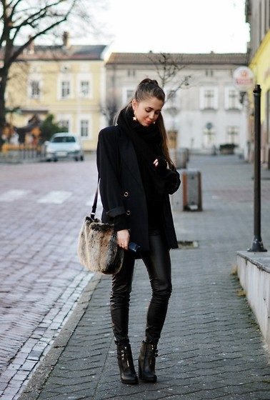 Kasia Szymków - Faux Fur Bag - Almost total black / jestemkasia