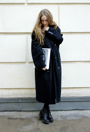 Marie-Louise H. - Humana Oversized Black Coat, Vagabond Black Boots - MBFW Casting Day 1