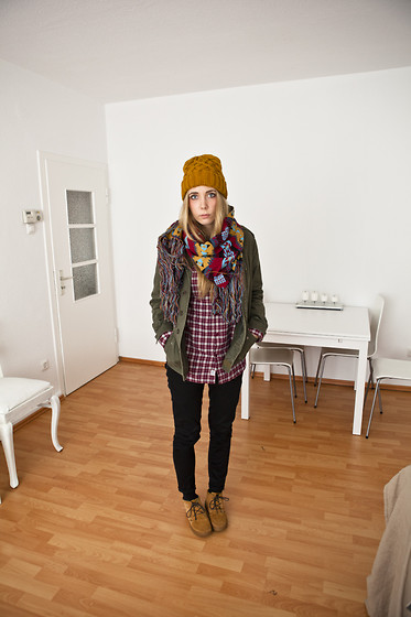 Zwillingsnaht . - & Other Stories Beanie, Choies Scarf, Gina Tricot Parka, Urban Outfitters Checked Shirt, Dc Desert Boots - YANA