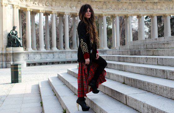 ANGELA ROZAS SAIZ - La Condesa Jacket, Zaitegui Skirt, Shoes - Military Tartan