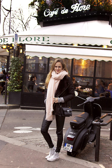 Mina T -  - Cafe de Flore Paris