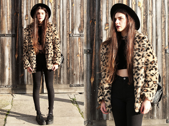 CLAUDIA Holynights - Jolly Chic Leopard Fur Coat, Ebay O Ring Choker - Searching out fear in the gathering gloom