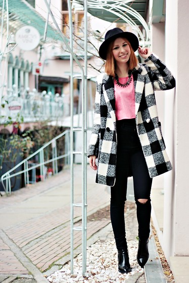 SecretFashion Love - 6ks Coat, Asos Jeans, Gina Tricot Sweater, Zara Hat, Zara Boots - Hackesche Höfe