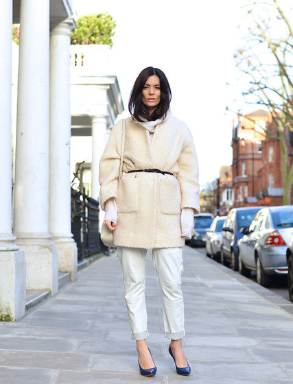 Hedvig ... - Stella Mccartney6 Jumper, Ganni Coat, Designers Remix Leather Trousers, Céline Blue Shoes - Blanco