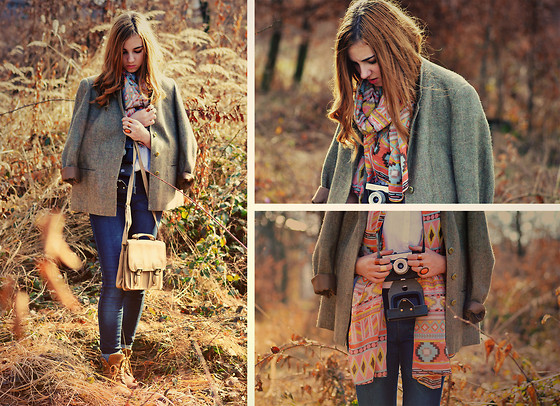 Majra Sabic - Sammy Dress Scarf, H&M Shirt, H&M Pants, Vintage Blazer, Vintage Bag - First