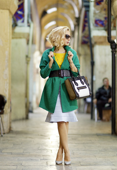 Aysun Karaalioglu - Ipekyol Skirt, H&M Sweter, Zara Coat And Shoes, Céline Bag - Grandbazaar