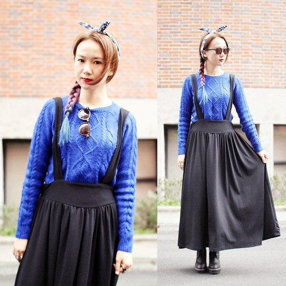 Crystii Lin - H&M Sweater - Blue bunny