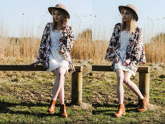 Mayo Wo - Carrera Mirrored Sunnies, American Apparel Lagoon Chiffon Pullover, Romwe Embellished