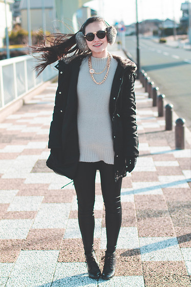 Ellen Kaminagakura - Zerouv Sunglasses, Persun Necklace, Persun Leather Leggings - Wind Waker