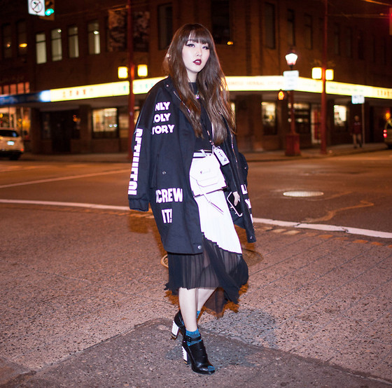 Ivy Xu - Stylenanda Jacket, Zara Skirt, Fendi Heels - Vancouver Fashion Week Day3 - GOING BOLD