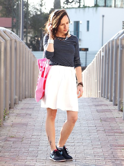 Fashionella ♥ - H&M White Skirt, H&M Shirt, Nike Sneakers - Sporty Spring