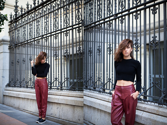 Lucita Y - Frontrowshop Baggy Pants, Zara Crop Top - BAGGY LEATHER PANTS
